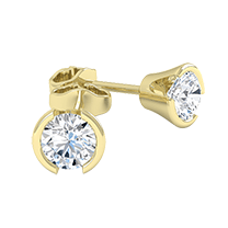An exquisite pair of diamond earrings with round brilliant cut diamonds in 18ct yellow gold
